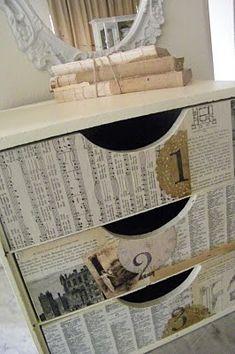 Viejas partituras, recortes de diario, blondas, fotografías, cola vinílica y  un barniz mate para proteger el collage!