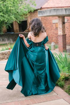 Dust and Dreams Photography _ Couples shoot Dream Photography, Couple Photography, Sea Holly, Emerald Green Dresses, Weeping Willow, Young Love, Couple Shoot, Engagement Shoots, The Incredibles