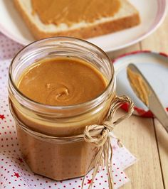Homemade Peanut Butter - so creamy, tasty and healthy! Even a kid can make it. This could be a fun kitchen activity. Organic Peanut Butter, Homemade Peanut Butter, Salsa Dulce, Good Food, Yummy Food, Toddler Meals, Diy Food, Healthy Snacks, Paleo