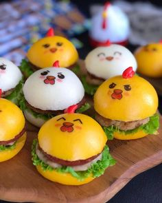 Instagram 上的 Lina Gui:「 Selamat Pagi... Mengawali awal pekan dengan yang lucu-lucu, mini burger pao karakter ayam. Kalau punya edible stamp karakter mata-mata… 」 Mini Burgers, Eggs, Breakfast, Food, Mini Hamburgers, Morning Coffee, Essen, Egg, Meals