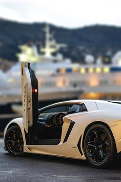 Lamorghini Aventador with that almost tilt shift lens effect! Nice!