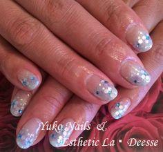 Yuko Nails And Esthetic La Deesse ジェルネイルデザイン♪ (定額制:Platinum)グラデーションベースの上に、丸ホログラムでお花を散りばめ、クリア感を出したゴージャスなデザイン♪
