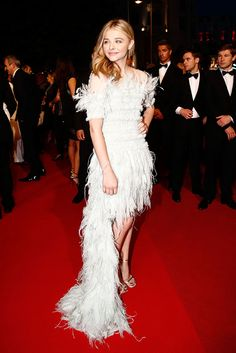 """Chloe Grace Moretz en un look de Chanel en la premier de """"Sils Maria"""" durante el Festival de Cannes - Cannes 2014 alfombra roja"""