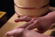 Sushi Master Jiro Ono's Apprentice Daisuke Nakazawa Demonstrates the Art of Sushi