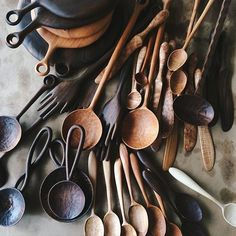 This first #Monday back on the job, we're giving a shout out to one of our favorite #Brooklyn makers: #woodworker @arielealasko. We want a whole set of these spoons! Have a favorite Brooklyn based maker who you want to share? Show us by tagging their photos with #EBmakermonday. We'll #regram our favorites. #EBdailypic