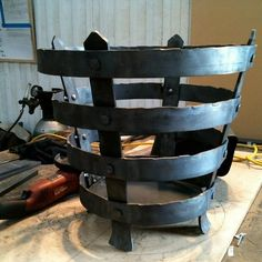 Large braziers. Metal Projects, Metal Crafts, Welding Projects, Fire Pit Pizza, Custom Metal Art, Fire Pots, Blacksmith Projects, Iron Steel, Iron Work