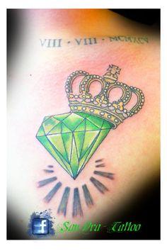 tattoo krone mit blauen edelstein diamantes pinterest tattoo krone kronen und edelstein. Black Bedroom Furniture Sets. Home Design Ideas