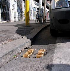 "Street Installation by Mark Jenkins ""toaster"" Banksy, Street Installation, Street Art Graffiti, Berlin Graffiti, Land Art, Mr Brainwash, Urbane Kunst, Urban Intervention, Art Sculpture"