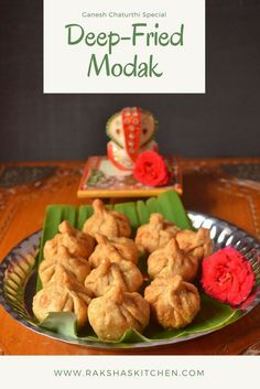 Deep Fried Modak - Indian dumplings made of whole wheat flour, rated coconut and jaggery. These are served for festivals like Ganesh Chaturthi. Lunch Recipes, Healthy Dinner Recipes, Breakfast Recipes, Vegetarian Recipes, Dessert Recipes, Cooking Recipes, Sweets Recipe, Dessert Healthy, Drink Recipes