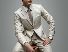 When it comes to a casual yet elegant event like a beach wedding, dress code expectations get a bit blurry for everyone involved. You want to look equal parts b Linen Suits For Men, Beige Suits, Mens Suits, Suit Men, Sharp Dressed Man, Well Dressed Men, Dinner Suit, Dinner Jacket, Traje Casual