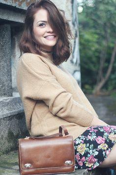 Karol Pinheiro » Look da Ka: Saia floral, tricô larguinho e muitos colares