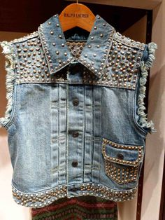 Heavy duty studded denim vest at Ralph Lauren Kidswear for fall 2013 - could be cool to do a less studded version! Custom Clothes, Diy Clothes, Teacher Clothes, Stylish Eve Outfits, Denim Vests, Denim And Diamonds, Studded Denim, Denim Ideas, Embellished Jeans