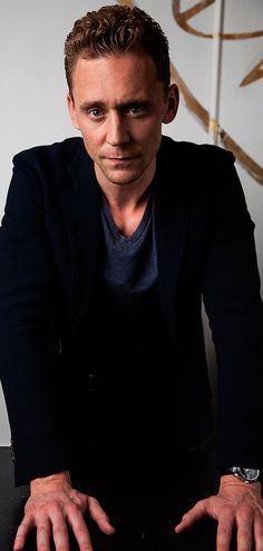 Tom Hiddleston photographed by Henny Garfunkel during the 2015 Toronto International Film Festival on September 12, 2015. Full size image [UHQ]: http://ww3.sinaimg.cn/large/80336770gw1ewrjofkww5j21kw2hzawr.jpg Source: Torrilla, Weibo