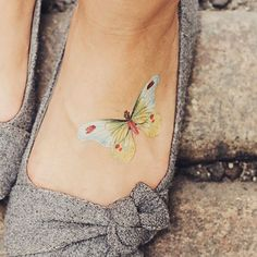 Accessorize with Fiona Richards' beautiful Butterfly Tattly. This colorful design matches with nearly any outfit!