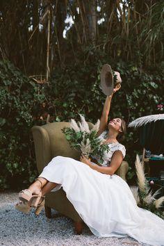Capim dos pampas: 91 formas de usar na decoração do casamento Wedding Decor, Boho Wedding, Wedding Ideas, Whimsical Wedding Flowers, Floral Flowers, Boho Chique, Elegant Winter Wedding, Rose Gold Decor, Bridal Hat