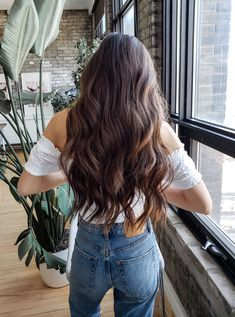 Brown Hair Colors Discover Long Balayage Waves Get the sunkissed look with Luxy Hair halo in Chocolate Brown Balayage! Brown Hair Balayage, Brown Blonde Hair, Honey Balayage, Blonde Ombre, Ombre Hair, Long Brown Hair, Light Brown Hair, Dark Fall Hair, Winter Hair
