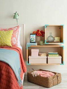étagère cube, rangement mural en cubes près du lit