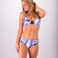 Sensi Graves-Darla surf top Blue Dreams - www.surfbikini.eu