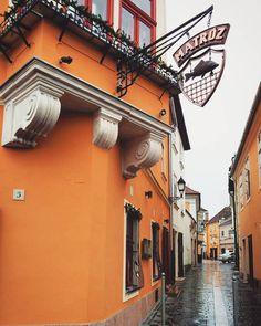 Győr 🏣🏤 #mobilephoto #Gy őr #ig_street #streetphotography #afterexam #ig_hun #ikozosseg #mik_tel #mik #ig_magyarorszag #ig_hungary #instahunig #loves_hungary #loves_united_europe #travelhungary #countrysidefeelings #countrylife #renesans #architecture #architecturelovers #city_explore #citymoments