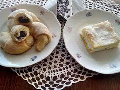 Krehké šľahačkové cesto sa dá využiť na viacero spôsobov, netradičný tvarohový krémeš a rožky plnené makom.  Vyskúšajte výborný recept:) Dessert Recipes, Desserts, French Toast, Breakfast, Food, Tailgate Desserts, Morning Coffee, Deserts, Eten