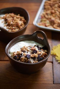 Well getting ready to travel again, this time for two weeks. One thing I'm not only leaving behind for Dany and the boys, but also taking along, is this wild crunchy granola with nuts, pepitas, amaranth, quinoa, and dried fruit. It will be a great snack for the plane and for a quick breakfast when I'm on the go. I made it with the wholesome Oléico safflower oil which gives it a super addicting crunch. Dried Cherries, Dried Fruit, What's For Breakfast, Breakfast Recipes, Mexican Brunch, Picadillo Recipe, Plantain Recipes, Raw Pumpkin Seeds