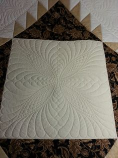 Center of Berkeley Castle Quilt/pattern by Sharon Perry of House of Creations/quilting by Patches and Piecework Quilting