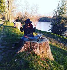 Wild & zen. (Posizione fiore del loto like a pro) #igerspisa #pisa #piagge #intothewild #wild #redhair #redhairdontcare #redhairgirl #yoga #zen #vivopisa #natura #nature