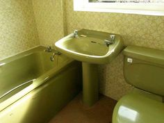 1000 images about 1960 39 s and 70 39 s interiors furnishings for Avocado bathroom ideas