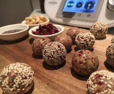 Recipe Cranberry Cashew Protein Balls by Mixing With Riss - Recipe of category Desserts & sweets