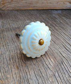 Lumière bleu bouton en céramique poignées de par MuddyHandsCo