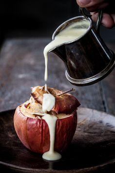 Bagte æbler med marcipan og vaniljevaniljecreme