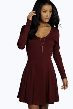 This long sleeve skater dress is absolutely beautiful. I would love to wear this to a pub quiz sat by a log fire surrounded by friends and a warm mulled wine.