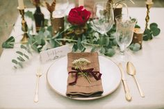 Romantic red and gold table decor