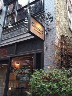 Greenwich Village: De todos los barrios de NY, este es el mas agradables para los peatones, con sus rincones aoquinados en lugar de las habituales canchas deportivas que se despliegan por toda la isla. Se puede empezar en Charry Lane Theatre, luego Nº 90 de Bedford, Nº 66 de Perry St, Christopher Park, Jefferson Market Library, Cafe Wha y Washington Square Park.