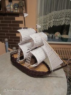 How to make a ship from newspaper - Art & Craft Ideas Paper Basket Weaving, Willow Weaving, Weaving Art, Newspaper Art And Craft, Newspaper Basket, 3d Paper Crafts, Diy Paper, Arts And Crafts, Soda Bottle Crafts
