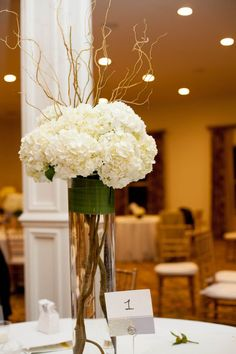 Beautiful centerpiece. Love the curly willow + hydrangea. Both modern + elegant.