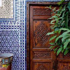 Moroccan Garden, Moroccan Theme, Moroccan Design, Morrocan Bathroom, Moroccan Lanterns, Kitchen Cabinets Decor, How To Make Lanterns, Moroccan Interiors, Jewel Colors