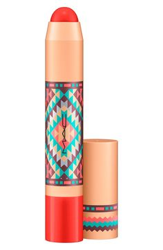 Patentpolish Lip Pencil is a go-to magic wand for high-impact lips with a high-gloss shine. This all-in-one tool offers the comfort of a balm, the color and sheen of a gloss and the precision of a pencil. Its twist-up applicator ensures it is always sharpened.