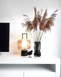 future home design Deco Floral, Deco Table, Trendy Home, Vases Decor, Inspired Homes, Home Decor Styles, Home Decor Inspiration, Home Accessories, Room Decor