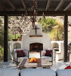 We Love This Spanish Colonial Revival in Palm Springs - Western Living Magazine Modern Spanish Decor, Spanish Style Decor, Spanish Style Homes, Spanish House Design, Boho Glam Home, Spanish Revival Home, Spanish Bungalow, Hacienda Style Homes, Colonial Style Homes