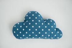Kinder gefüllt Cloud geformten Kissen - Geschenk Ideen Baby Kleinkind Mobile - weiß blau Kinderzimmer Zimmer Dekor  Eine Wolke geformten Kissen. Sie können punktiert, gestreifte, karierte oder Flugzeug Stoff - sieht nett im Innenraum des Babys. 100 % Baumwolle wird auf beiden Seiten des Kissens verwendet. Größe ca. 43 cm/17 Zoll.  Passende Kinderbett Bettwäsche, spielen Matten finden Sie in meinem Shop: https://www.etsy.com/shop/CotandCot  Sie können in der Maschine b...