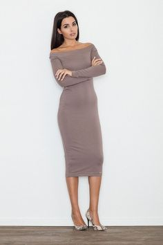 00c072e5245d Price Dress with longer cut. Good in combination with the boats because  dress will extend the figure. The revealed shoulders gives you elegance and  a modern ...
