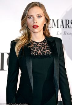 LOVED Scarlett Johansson's hair color at last night's Tony Awards
