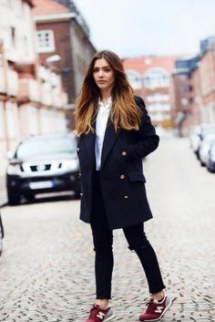 Стоит отметь, что это не так то просто одеть пальто и спортивную обувь, к такому смелому сочетанию надо подходить с умом. Подбирая обувь, будь то кеды, кроссовки или слипоны