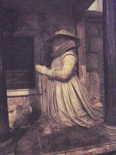 Elizabeth Skynner of Ledbury, Herefordshire died nearly 400 years ago. Her sturdy figure and fashionable clothes are shown with consummate and enjoyable skill.  She lived in Ledbury Park, the huge black and white mansion at Ledbury's Top Cross.