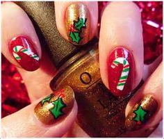 uñas decoradas cn dulces y hojas de navidad