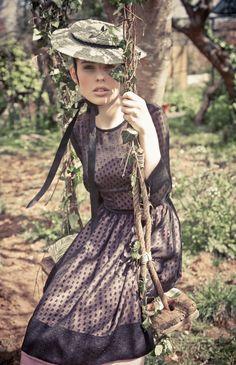 Precioso vestido con un estilo imperecedero. http://www.kolonaki.es/