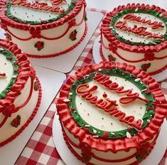 Christmas Cake Designs, Christmas Cake Decorations, Christmas Desserts, Christmas Birthday Cake, Christmas Treats, Pretty Birthday Cakes, Pretty Cakes, Cake Birthday, Holiday Baking