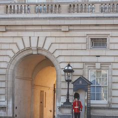 #buckingham . . #trip #travel #traveler #traveling #travelgram  #unitedkingdom #london #영국 #런던 #여행 #유럽 #유럽여행 #배낭여행 #여행스타그램  #instagram #instalike #instagood #instapic by juhee_baek