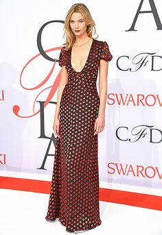 Karlie Kloss flaunted her assets in a plunging, polka-dotted DVF dress—but she left her heels at home! In the ultimate cool-girl move, she opted for silver, pointed-toe flats instead.